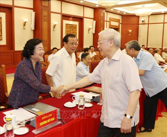 Mantan pimpinan Partai Komunis dan Negara Viet Nam memberikan sumbangan pendapat terhadap rancangan laporan politik dan  rancangan laporan  tentang masa 10 tahun pelaksanaan program politik 2011 - ảnh 1