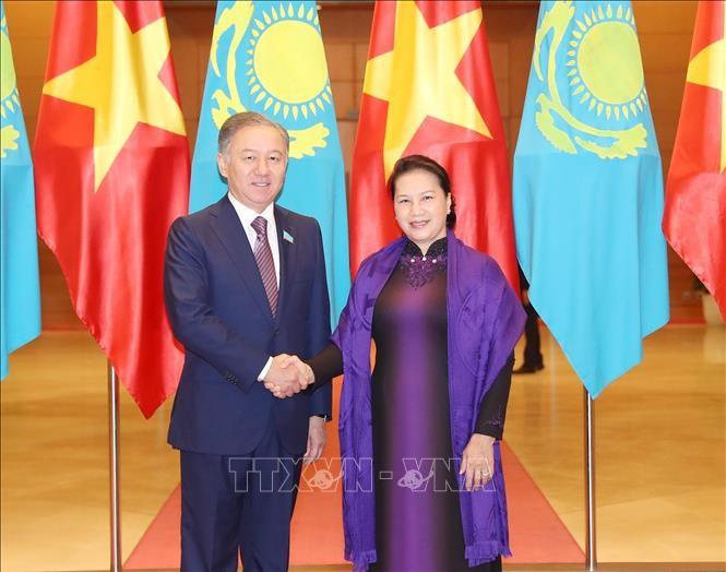 Ketua Majelis Rendah Kazakhstan mengakhiri kunjungan resmi di Viet Nam - ảnh 1