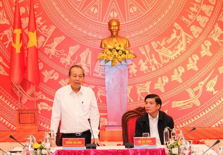 Deputi PM Truong Hoa Binh: Provinsi Dak Lak mengarahkan pengembangan ekonomi hijau dan energi bersih - ảnh 1