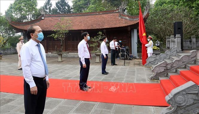 Mengadakan Hari Haul Cikal Bakal Bangsa Lac Long Quan dan membakar hio untuk mengenangkan Ibu Bangsa Au Co - ảnh 1