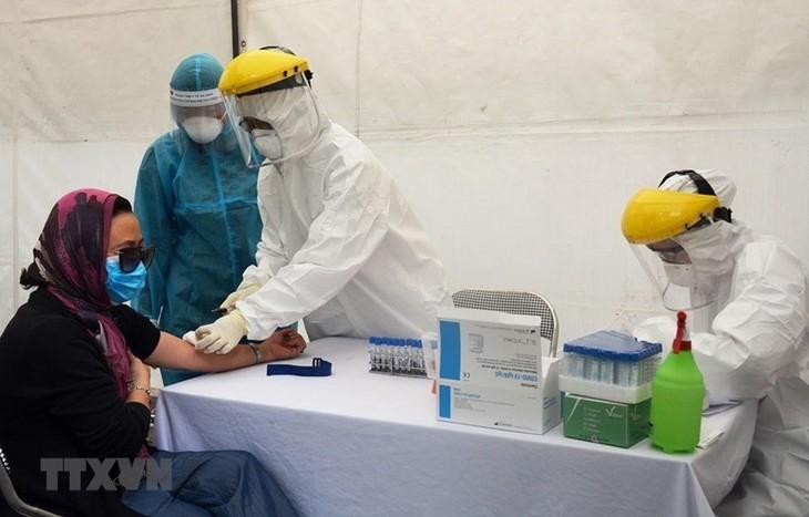 Semua rumah sakit perlu melakukan tes dan isolasi terhadap orang-orang yang datang untuk diperiksa ada manifestasi dicurigai terinfeksi wabah Covid-19 - ảnh 1