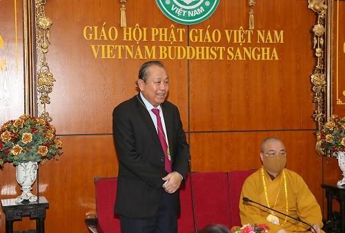 Deputi Harian PM Truong Hoa Binh mengucapkan selamat sehubungan dengan  Perayaan Besar Waisak - ảnh 1