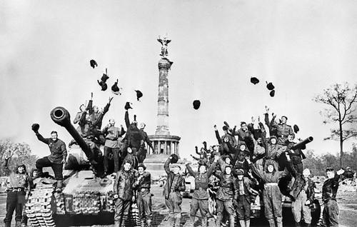 Usaha membela perdamaian dunia dilihat  dari perang melawan fasisme - ảnh 1