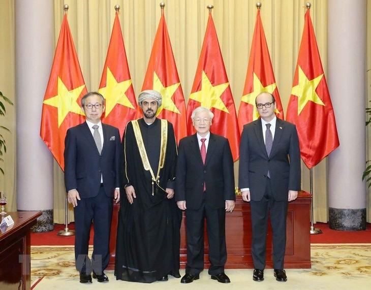 Sekjen, Presiden Nguyen Phu Trong menerima para Duta Besar yang menyampaikan surat mandat - ảnh 1