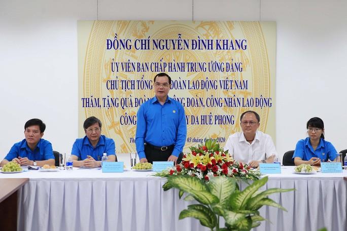 Konfederasi Serikat Pekerja Viet Nam menyemangati badan usaha dan kaum buruh Kota Ho Chi Minh - ảnh 1