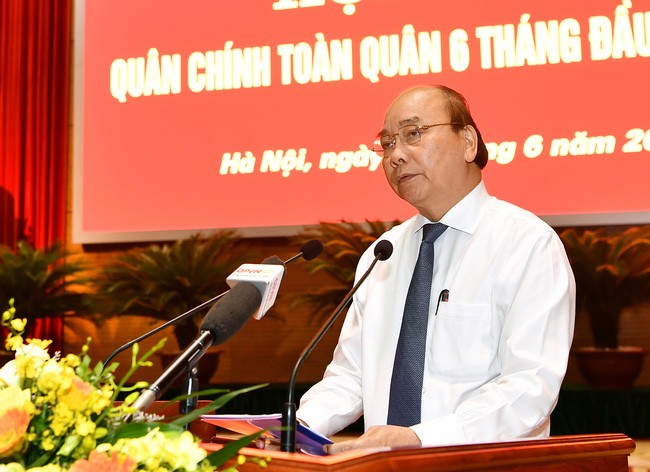 PM Nguyen Xuan Phuc memuji Komisi Partai Militer dan Kemhan dalam mencegah dan memberantas wabah Covid-19 - ảnh 1