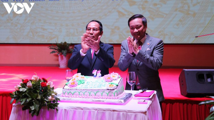 Upacara peringatan ulang tahun ke-75 Hari Nasional Viet Nam diadakan di banyak negara - ảnh 1