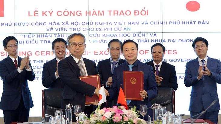 Viet Nam dan Jepang Tandatangani Nota tentang Bantuan bagi 2 Proyek - ảnh 1