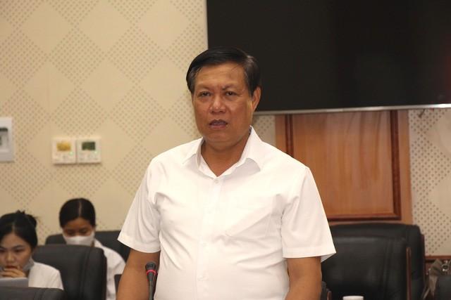 Deputi Menteri Kesehatan Do Xuan Tuyen Periksa Pekerjaan Pencegahan dan Penanggulangan Wabah Covid-19 di Provinsi Hung Yen - ảnh 1