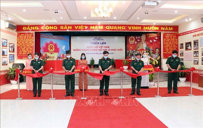 """Pembukaan Pameran """"MN Viet Nam-Penggalan - Penggalan Jalan Inovasi dan Pembangunan"""" - ảnh 1"""