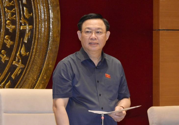 Ketua MN Vuong Dinh Hue: Legislatif Melayani Penegakan Pembangunan - ảnh 1