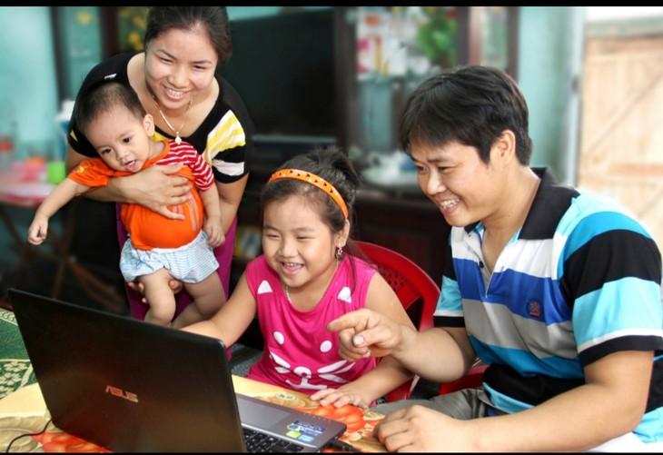 """Pameran Foto Online: """"Keluarga-Tempat yang Penuh Rasa Kasih Sayang"""" - ảnh 1"""