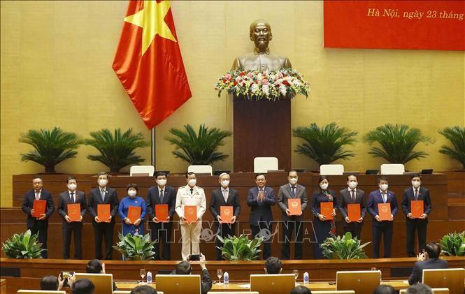 Ketua MN Vuong Dinh Hue Sampaikan Keputusan tentang Pekerjaan Kekaderan - ảnh 1