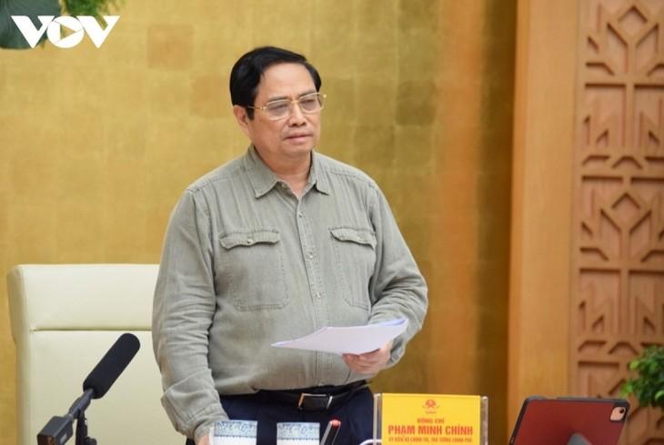 PM Pham Minh Chinh: Membuka Pintu, Melonggarkan Pembatasan Sosial Harus Berhati-hati - ảnh 1