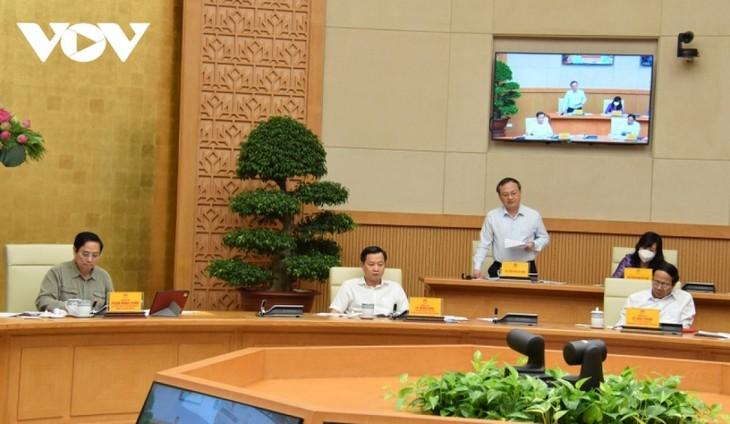 PM Pham Minh Chinh: Membuka Pintu, Melonggarkan Pembatasan Sosial Harus Berhati-hati - ảnh 2