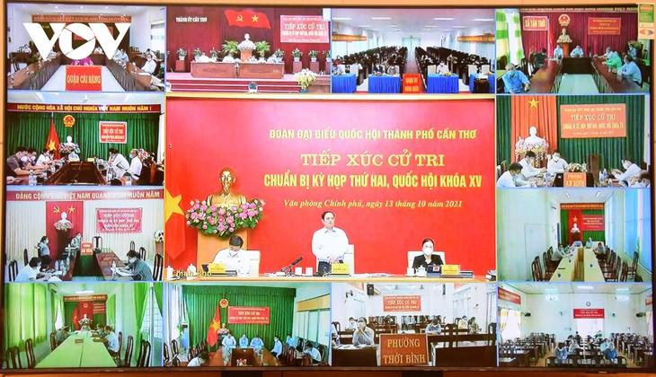 """PM Pham Minh Chinh Memperjelas Pandangan  """"Beradaptasi dengan Aman"""" kepada Pemilih Can Tho - ảnh 1"""