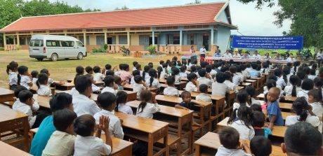 ໂຮງຮຽນປະຖົມມິດຕະພາບບ່າເຣັ້ຍ Kampongthom –  ສະຖານທີ່ປະກາຍແຈ້ງເຕັມໄປດ້ວຍລັກສະນະມະນຸດສະທຳໃນກາງປ່າຢາງພາລາຢູ່ປະເທດກຳປູເຈຍ - ảnh 2