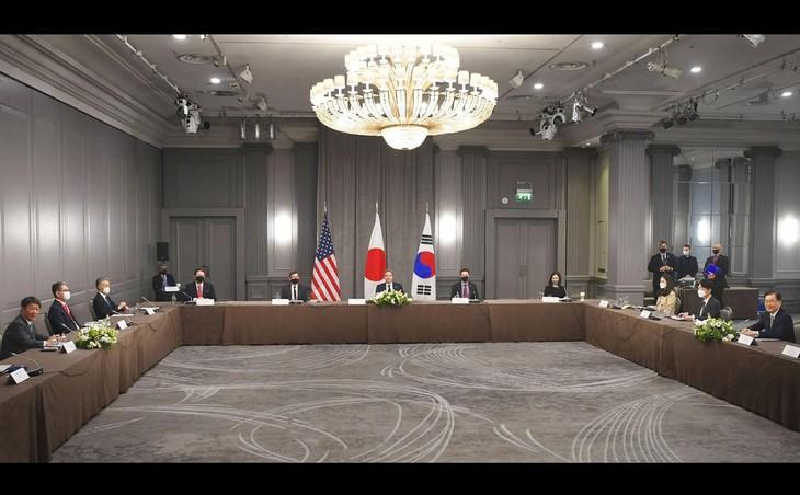 ກອງປະຊຸມລັດຖະມົນຕີການຕ່າງປະເທດ G7: ການເຈລະຈາ 3 ຝ່າຍ ອາເມລິກາ - ຍີ່ປຸ່ນ - ສ.ເກົາຫຼີ - ảnh 1
