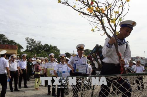 Vietnam prepara la fiesta del calendario lunar a soldados y compatriotas  - ảnh 1