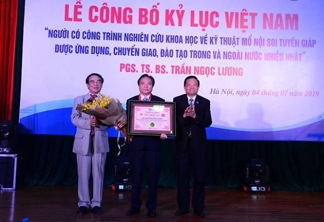 Tran Ngoc Luong, un eminente especialista en tiroidectomía - ảnh 1