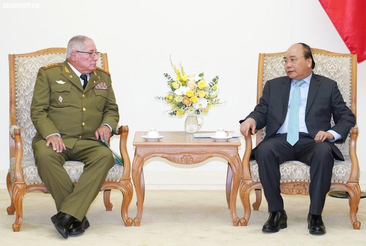 Premier vietnamita recibe al viceministro primero de las Fuerzas Armadas Revolucionarias de Cuba - ảnh 1