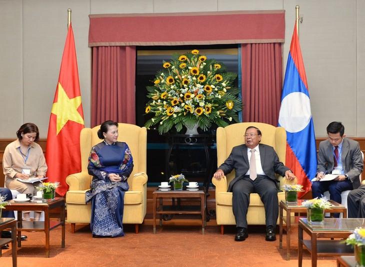 Presidenta del Parlamento vietnamita exalta relaciones especiales con Laos - ảnh 1