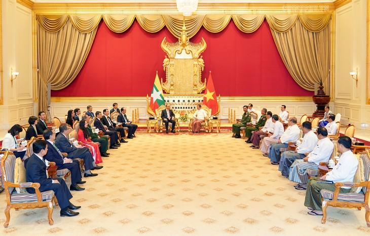 Premier vietnamita expresa voluntad de impulsar relaciones con Myanmar - ảnh 1