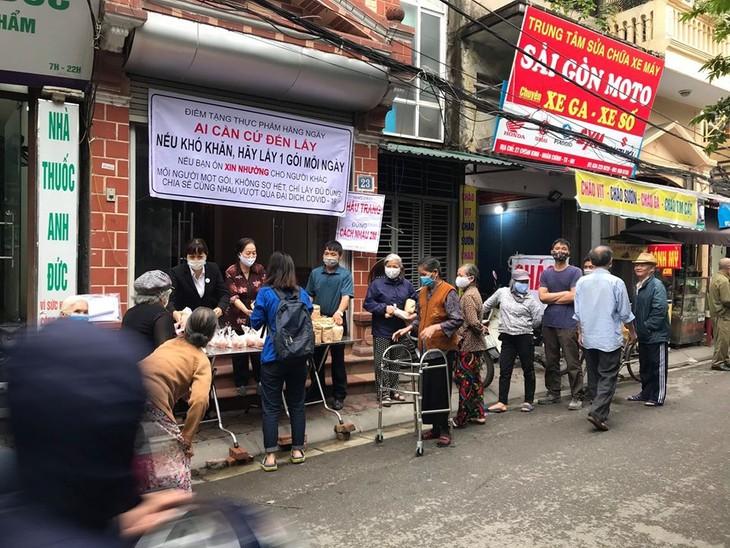 """Programa """"Tómalo si lo necesitas"""": gesto humanitario de un empresario vietnamita en medio del Covid-19 - ảnh 2"""