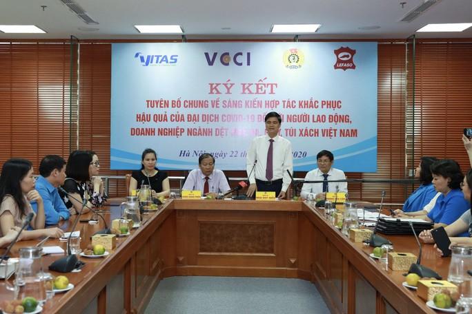 Vietnam intensifica mecanismos preferenciales a empresas y trabajadores en confecciones textiles y calzado - ảnh 1