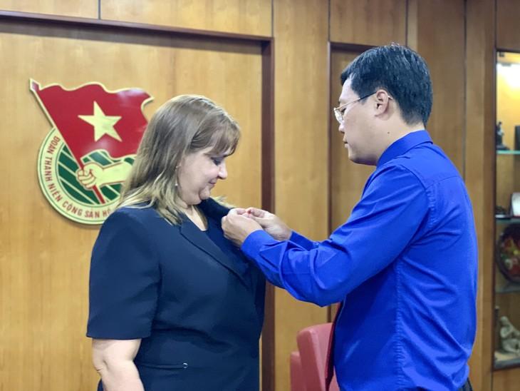 Unión juvenil de Vietnam reconoce aportes de la segunda jefa de misión cubana - ảnh 1
