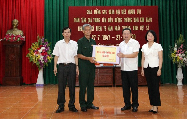 Realizan actividades en gratitud a los inválidos y mártires de guerra en Vietnam - ảnh 1