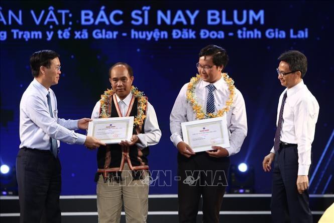 Honran obras en elogio a las personas del sector de salud pública en Vietnam - ảnh 1