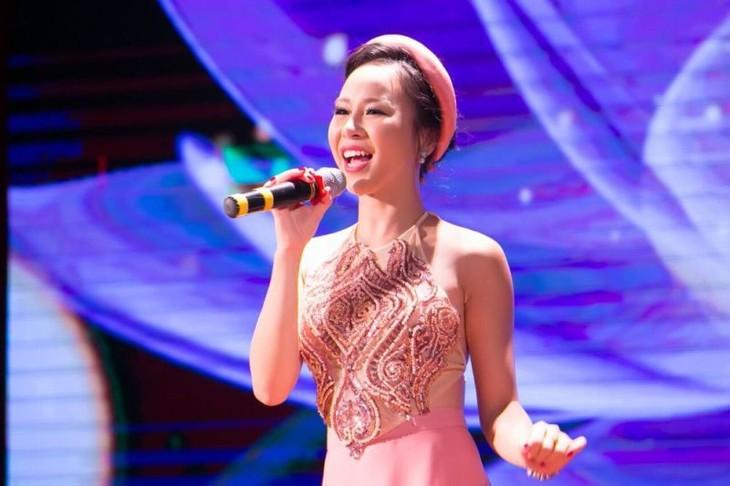 Hong Duyen, figura prometedora de música folklórica vietnamita - ảnh 1