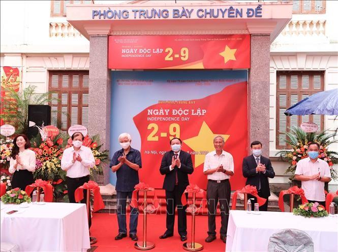 Celebran exposiciones en saludo a grandes efemérides de Vietnam - ảnh 1
