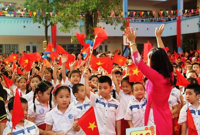 Máximo líder de Vietnam alienta al sector educativo en ocasión del nuevo año escolar - ảnh 1