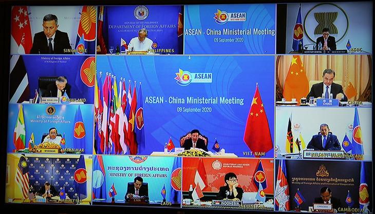 Asean aboga por fortalecer cooperación en respuesta al covid-19, afirma canciller vietnamita - ảnh 1