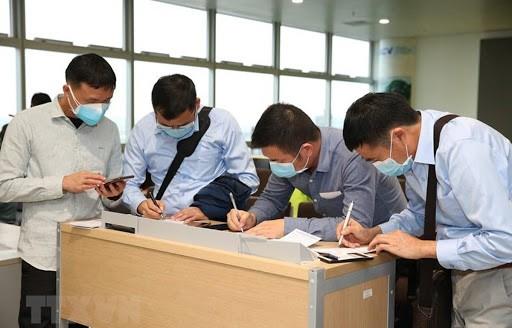 Vietnam reabre vuelos internacionales con estrictas regulaciones frente al covid-19 - ảnh 1