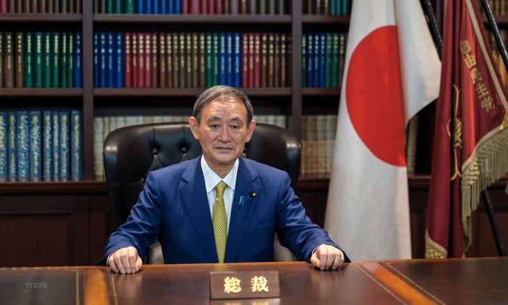 Premier japonés inicia su visita inicial a Vietnam - ảnh 1