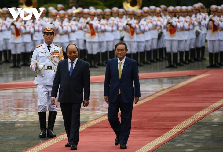Se reúnen los primeros ministros de Vietnam y Japón - ảnh 1
