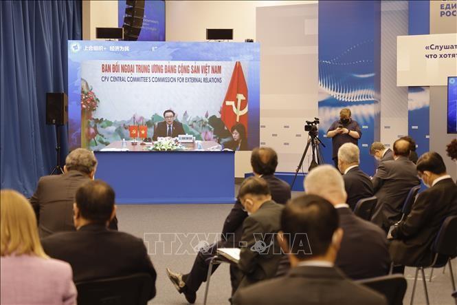 Vietnam pone al pueblo en el centro de las políticas de desarrollo, afirma jefe de Asuntos Exteriores del Partido - ảnh 1