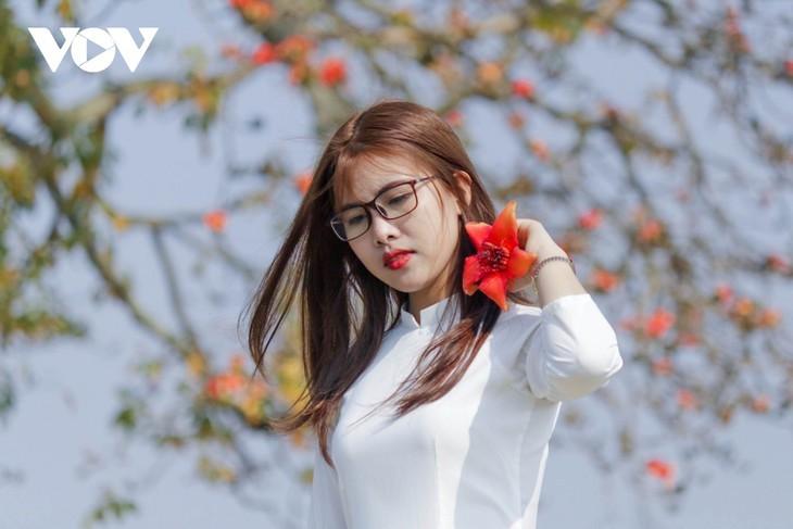 El árbol de algodón de seda roja a la orilla del río Thuong, fuente de inspiración de artistas - ảnh 12