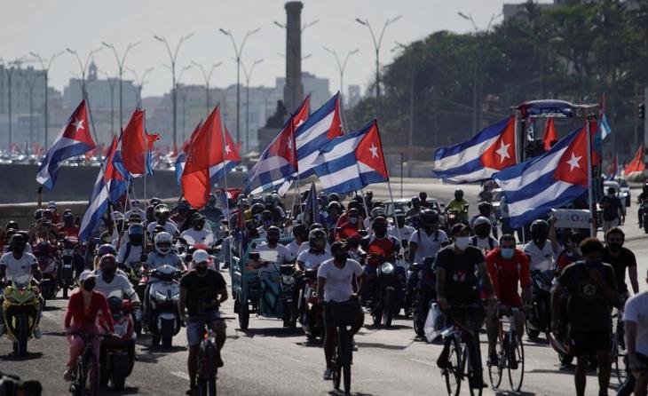 Caravana de protesta en Cuba contra las sanciones de Estados Unidos - ảnh 1