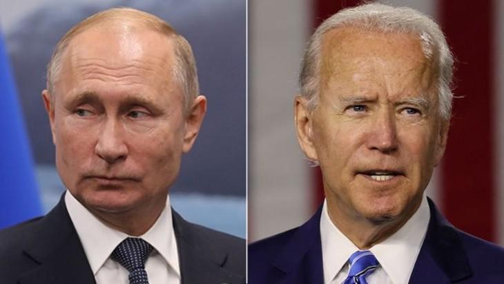 Biden le pide a Putin que rebaje la tensión con Ucrania - ảnh 1