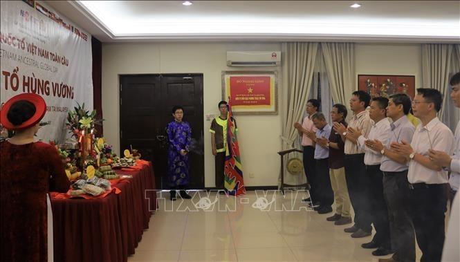 Comunidad vietnamita en Malasia rinde tributo a los reyes fundadores del país - ảnh 1