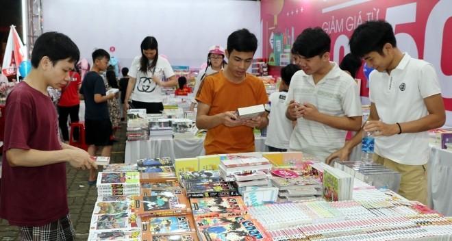 Ciudad Ho Chi Minh saluda el Día del Libro de Vietnam 2021 - ảnh 1