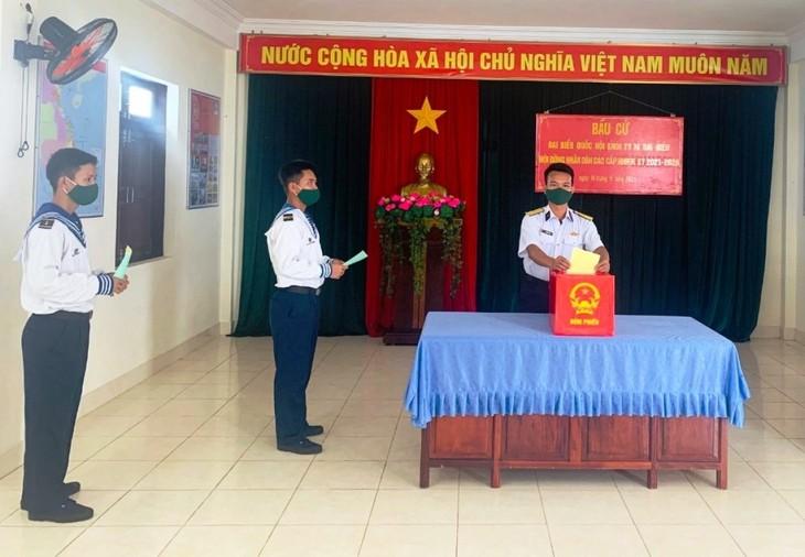 Elecciones anticipadas en el distrito de Truong Sa se llevan a cabo con éxito - ảnh 1