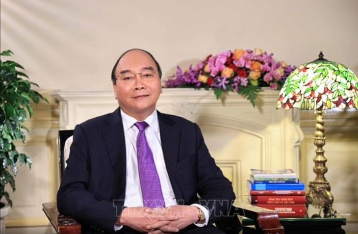 Cada familia vietnamita debe empeñarse en contribuir al desarrollo del país, pide el jefe del Estado - ảnh 1