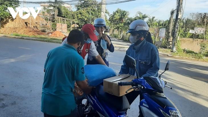 Un mercado único para los más necesitados en la provincia de Tien Giang - ảnh 2