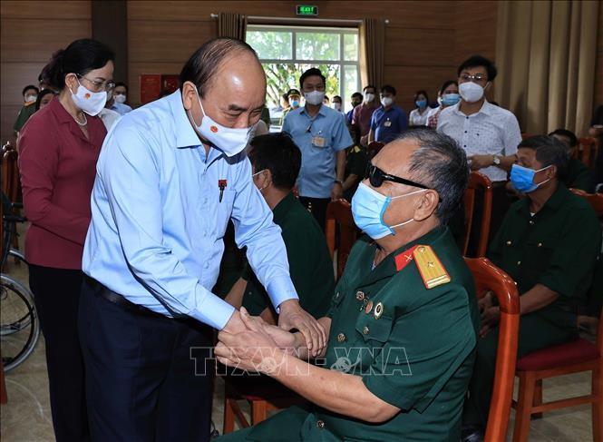 Presidente vietnamita visita en Ha Nam a personas meritorias patrióticas  - ảnh 1