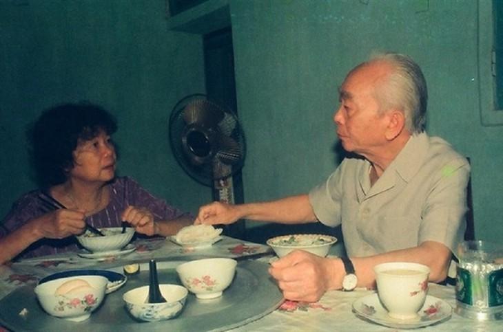El general Vo Nguyen Giap a través de la lente del fotógrafo Tran Hong - ảnh 2
